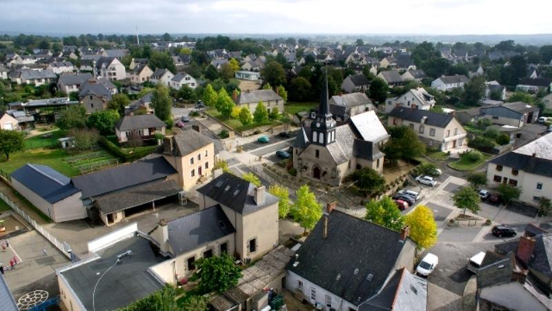 Vue du centre-bourg de Chevaigné Source : http://www.ville-chevaigné.fr/