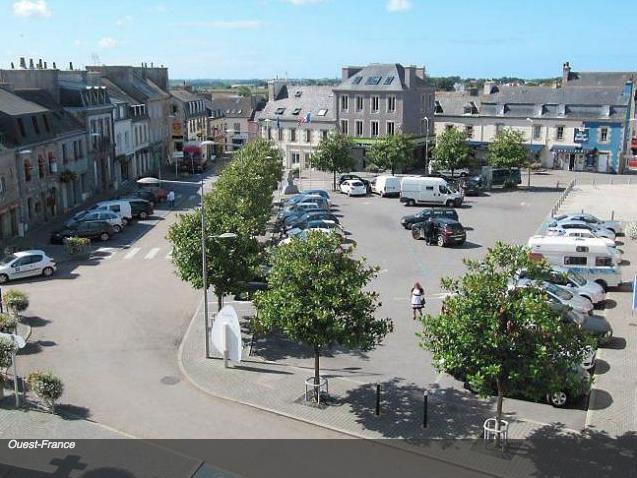 """Centre-ville de Lannilis -  Finistère Source : Ouest-France-Article """"Lannilis la prospère s'interroge sur son centre"""""""